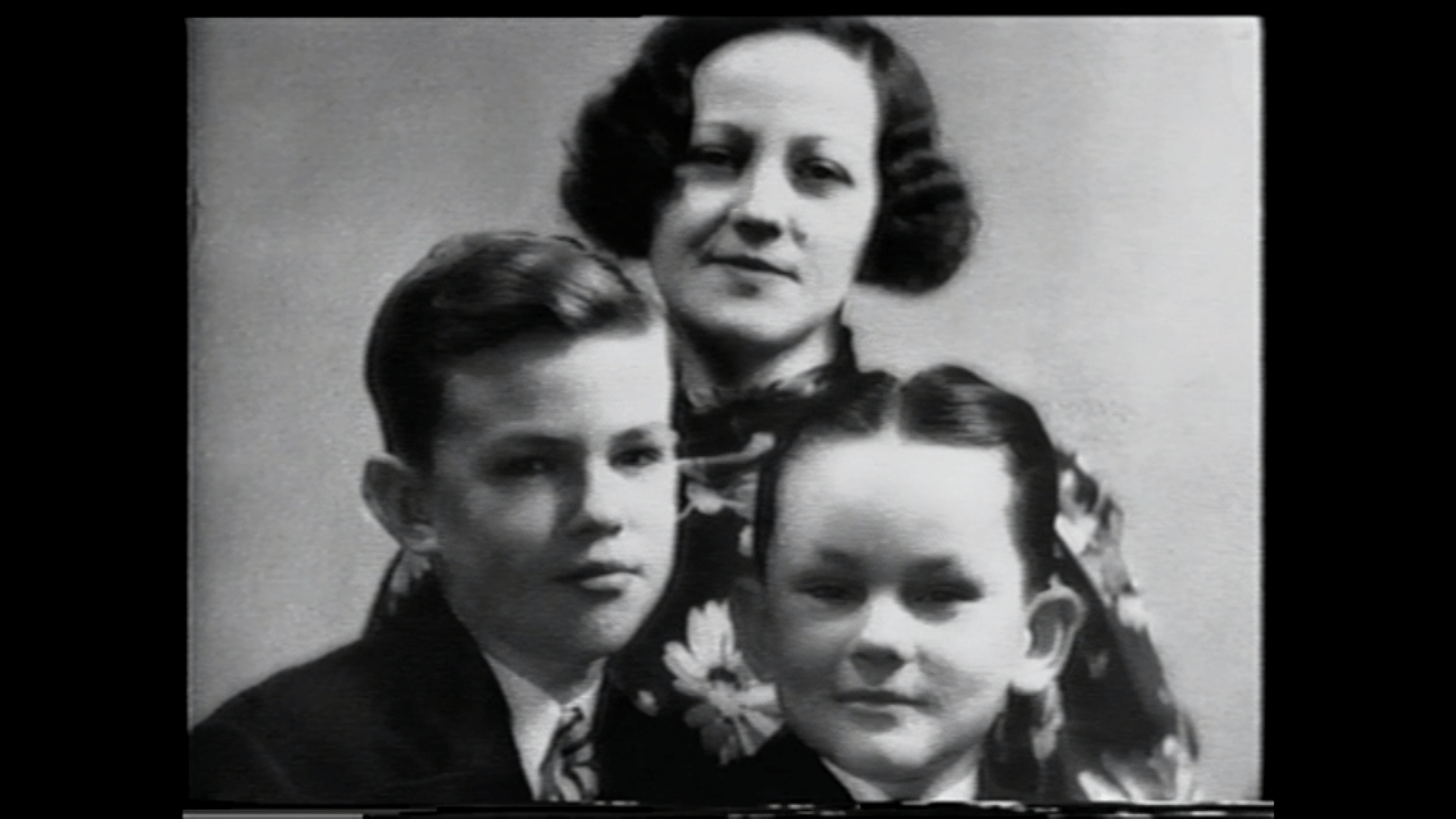 Bob Crane's first wife and two of their children.